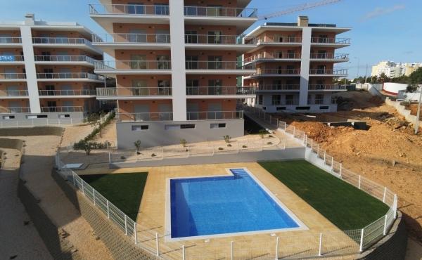 A vendre appartement avec deux chambres dans le développement PREMIUM RESIDENCE à 550 mètres de la plage Praia da Rocha